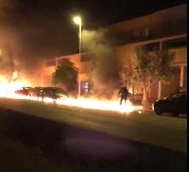 incendio autobus y coche y motocicleta