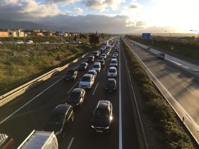 El accidente ha provocado un atasco de unos siete kilómetros (Foto: Archivo)