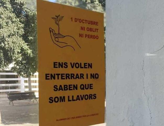 Otro de los carteles (Foto: Actúa-Vox)