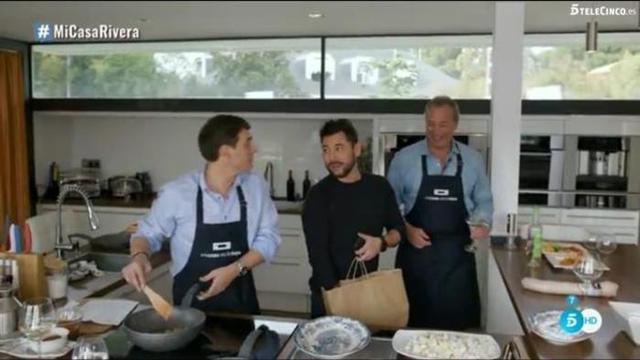 Albet Rivera, Miguel Poveda y Bertín Osborne, en 'Mi cas es la tuya', el programa en el que se habló de la gestación subrogada (Foto: Mediaset)