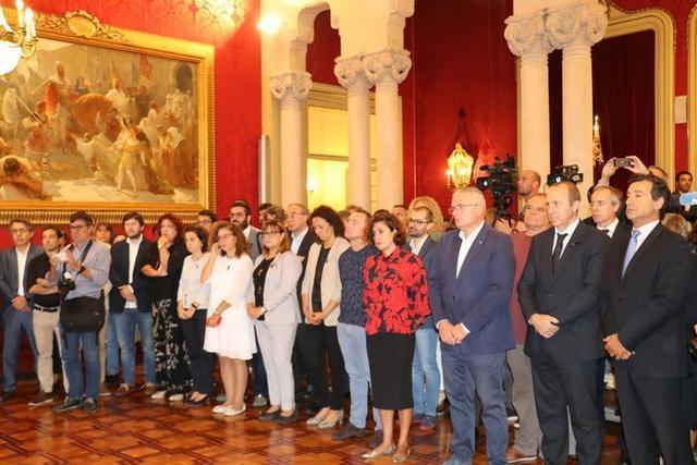 El Parlament ha realizado este martes un acto institucional en el que se ha guardado un minuto de silencio (Foto: Twitter Parlament Balear)