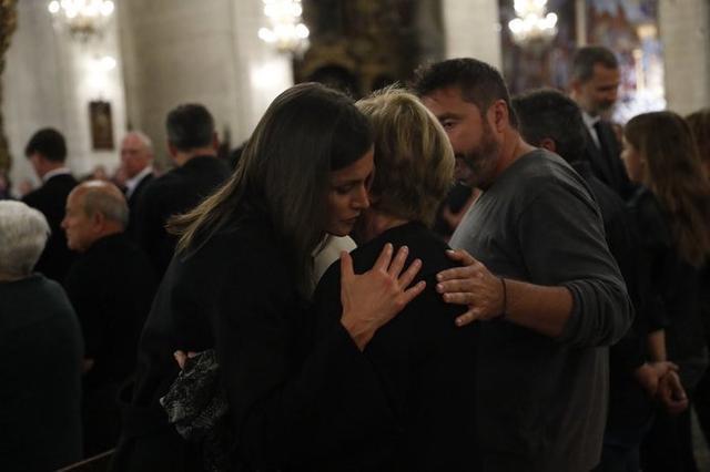 El momento del pésame (Foto: Twitter Casa Real)