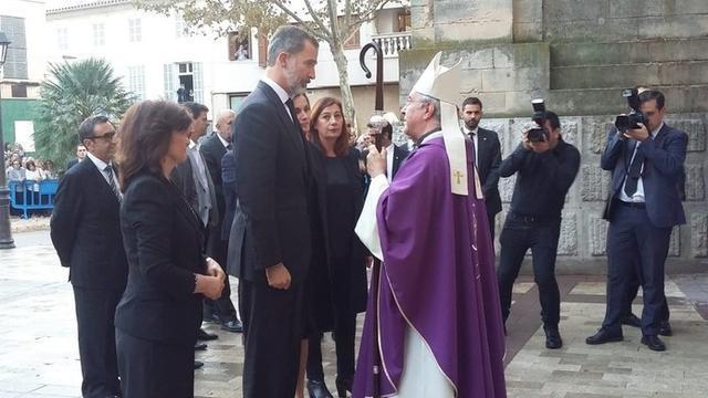 El Obispo de Mallorca recibió a las autoridades (Foto: Europa Press)