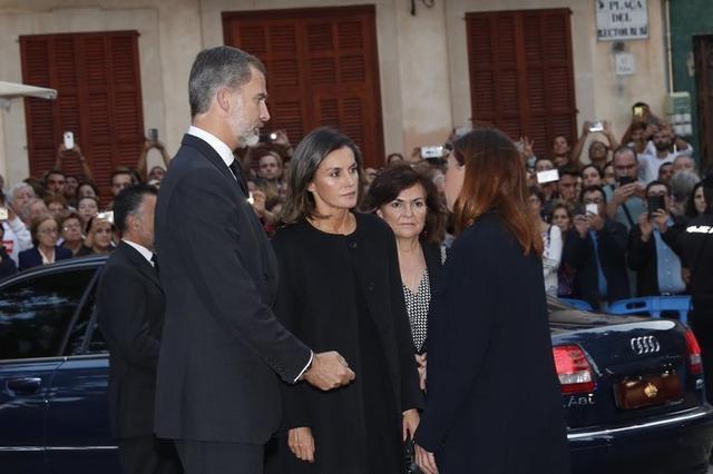 Los Reyes, a su llegada, junto a Francina Armengol (Foto: Casa Real)