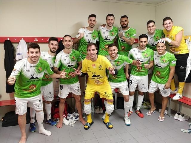 Los mallorquines celebrando el triunfo tras el partido (Foto: Palma Futsal)