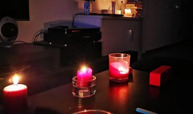 Miles de menorquines han tenido que recurrir a las velas, algo insólito en estos tiempos (Foto: Facebook)