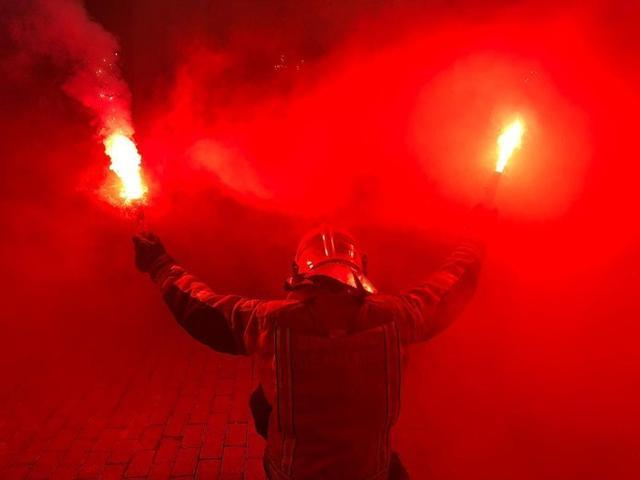 El rojo y el humo, protagonistas (Foto: BombersDePalma_APBP)