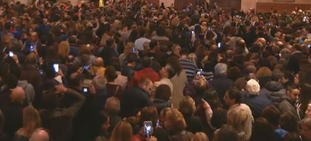 Cientos y cientos de personas han acudido a ver el famoso 'Vuit de la Seu'