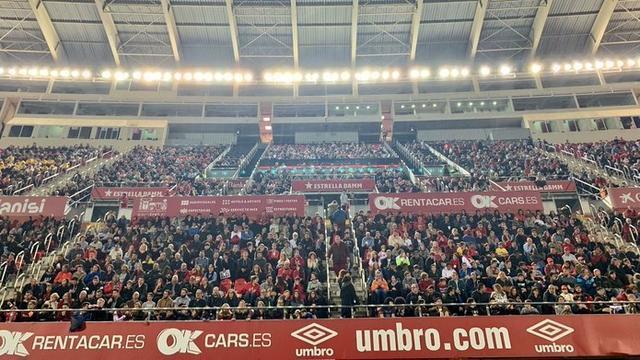Imagen del terreno de juego de Son Moix tras el ascenso a Primera (Foto: Twitter Mario Suárez)