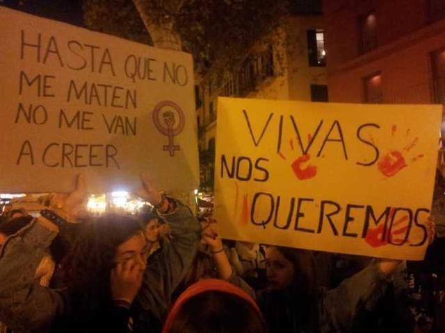 Las organizadoras han desplegado una gran pancarta (Foto: TMJ)