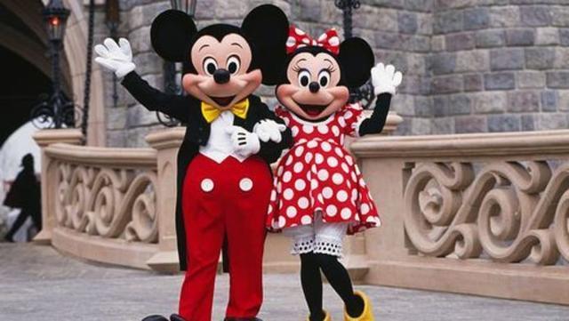 Los célebres personajes caracterizados en Disneyland París