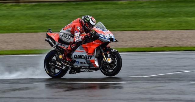 Andrea Dovizioso (Ducati) ha vencido este domingo sobre el asfalto valenciano