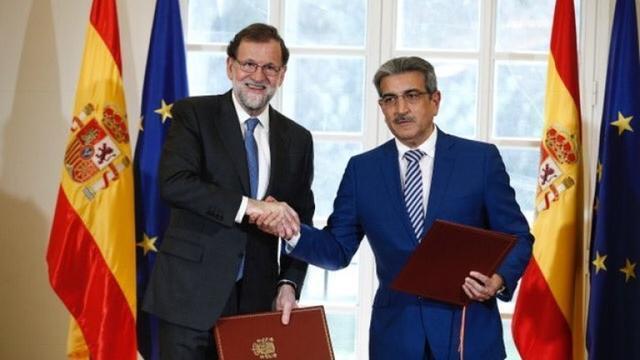Rajoy con el presidente de Canarias (Archivo)