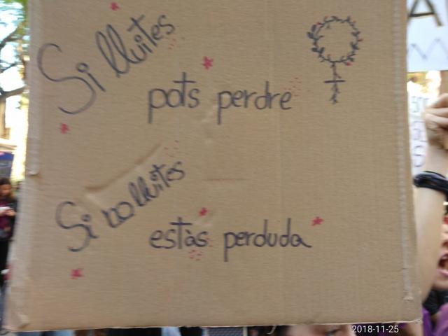 Cartel con una de las leyendas contra la violencia machista (Foto: María Jesús Almendáriz)