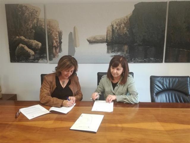 Durante la firma de un nuevo centro de autoaprendizaje del catalán en Manacor