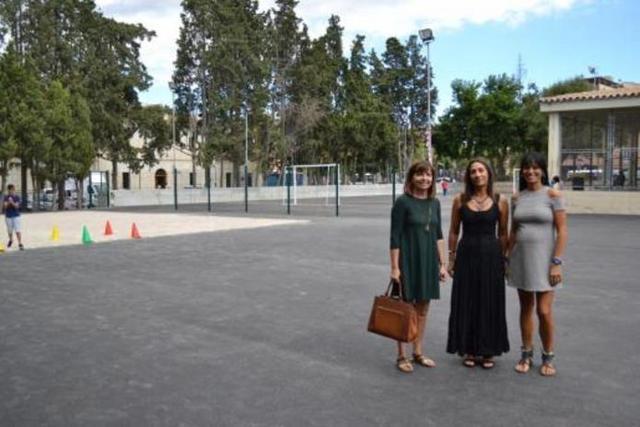 Catalina Riera (derecha), en uno de los centros de Manacor (Foto: Aj Manacor)