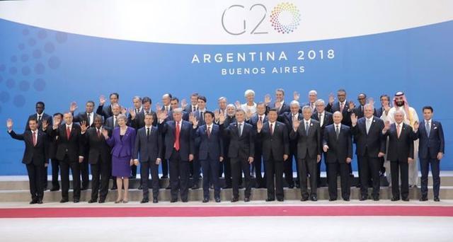 Foto familiar de los asistentes a la cumbre