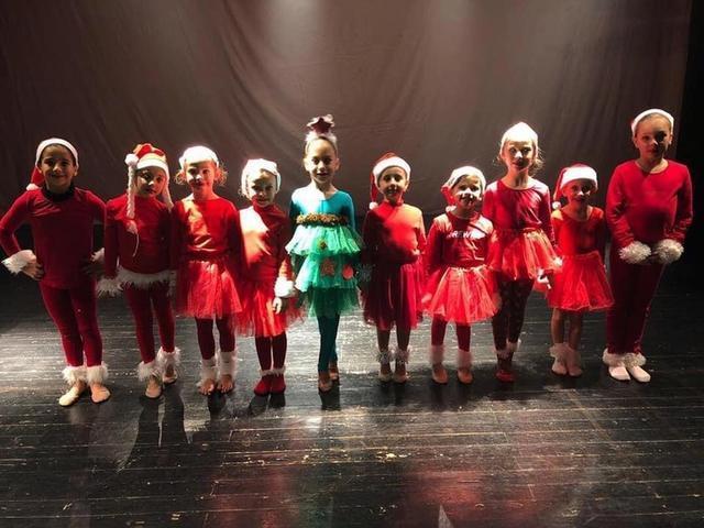 Algunas de las jóvenes participantes (Foto: Facebook CGR Es Vinyet)