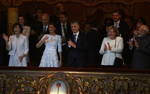 El presidente argentino se emocionó y rompió a llorar en la Gala celebrada en el Teatro Colón