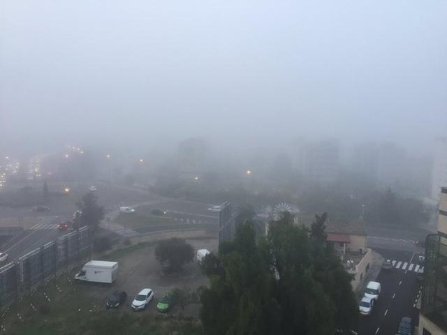 La niebla ha sorprendido a muchas familias que hoy han empezado el puente