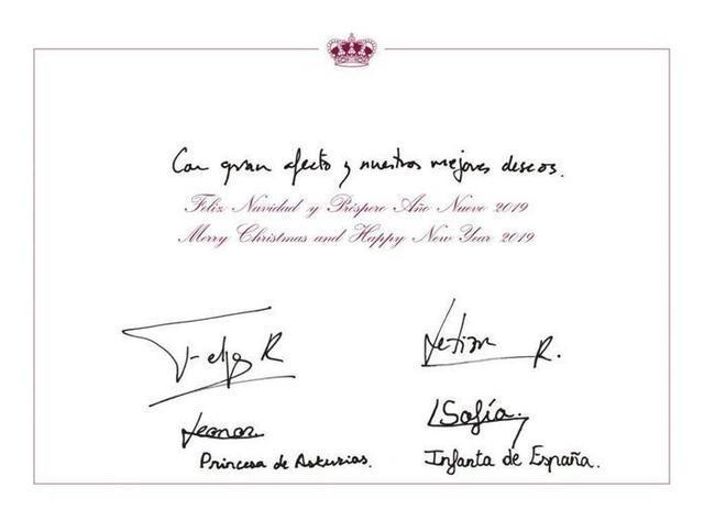 Los cuatro estamparon sus respectivas firmas en la felicitación navideña (Foto: Casa Real)