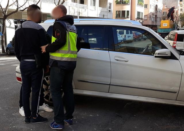 La operación, bautizada como 'Excursión', se ha saldado con la detención de tres personas (Foto: CNP)