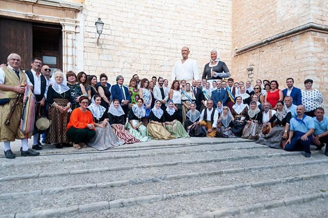 Binissalem, vermadors y vermadores con el alcalde y todas las autoridades de Baleares