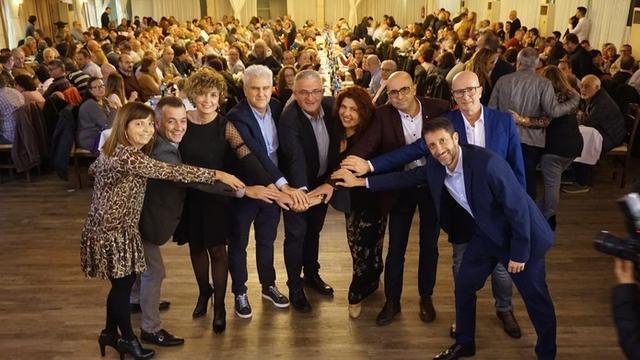 El presidente del partido, Jaume Font, rodeado por los suyos
