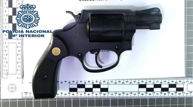El arma de fuego es reglamentaria de un juez de atletismo (Foto: CNP)