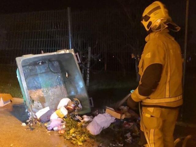 El incendio tuvo lugar en el barrio de La Vileta (Foto: Bombers de Palma)