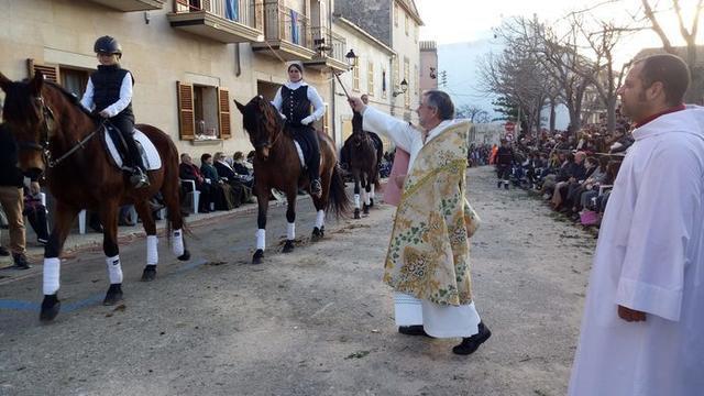Los animales son bendecidos en Sant Antoni (Foto: Facebook)
