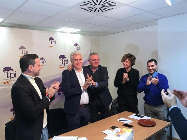 Melià recibiendo las felicitaciones de sus compañeros tras ser ratificado (Foto: El Pi)