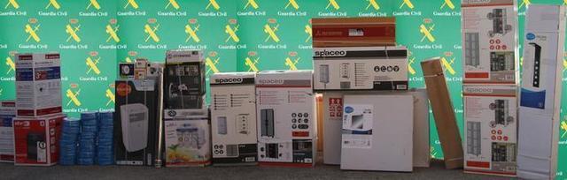 Aires acondicionados, estufas, descalcificadores y muebles, algunos de los efectos sustraídos (Foto: Guardia Civil)