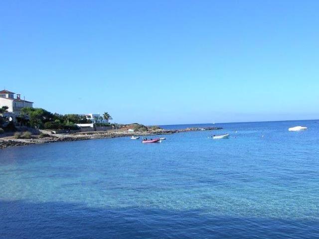 El azul de las playas de ses Salines que tanto atrae a los turistas (Foto: Vecinos y Consumidores ses Salines)
