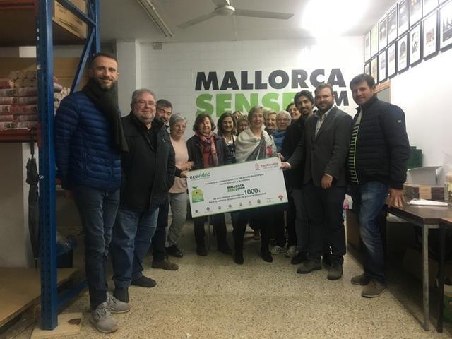 La entidad Mallorca Sense Fam ha recibido el donativo (Foto: Ayto ses Salines)