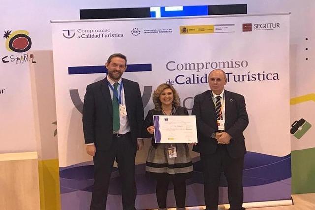 La regidora de Turismo, Antònia Garcías, ha recibido el galardón otorgado por el Ministerio de Industria y Turismo con gran satisfacción (Foto: Ayto ses Salines)