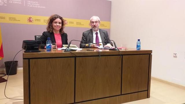 La delegada del Gobierno en Baleares, Rosario Sánchez, y el secretario general, Ramon Morey (Foto: Caib)