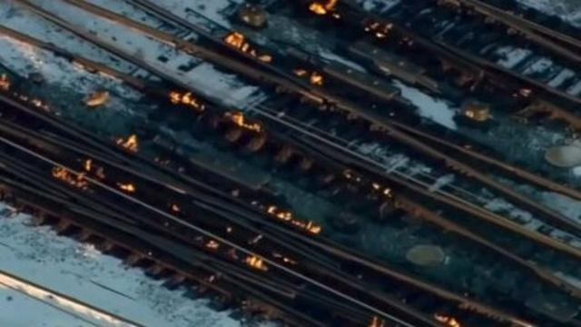 En Chicago, incendian las vías para que los trenes puedan seguir circulando (Foto: Twitter)