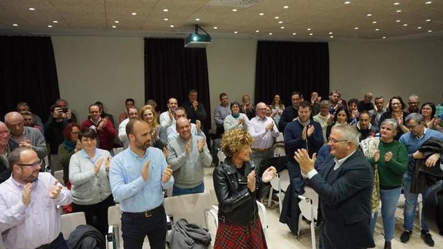 Mora y Font, aplaudidos por sus compañeros de partido (Foto: El Pi)