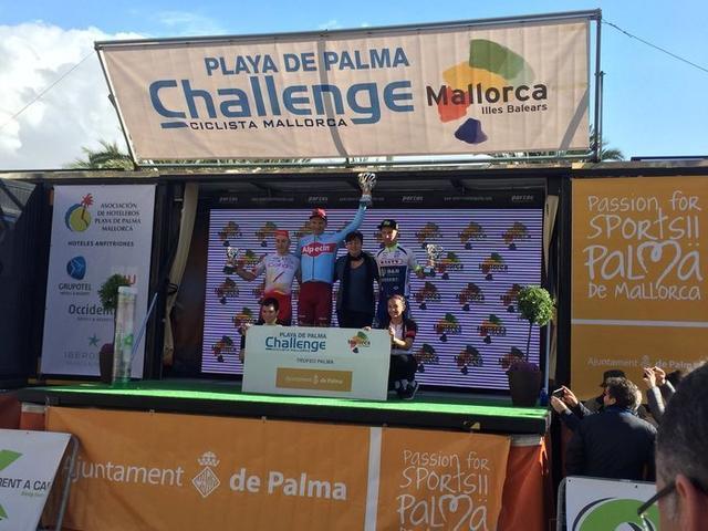 Los tres primeros clasificados posando sobre el podio (Foto: ChallengeMallorca)
