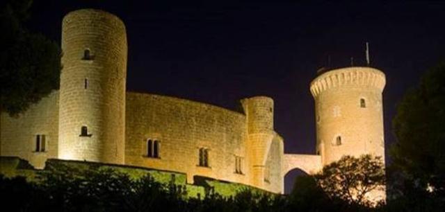 Iluminación actual del Castell de Bellver. La nueva incluye 162 proyectores en el interior y el exterior (Foto: Ayto Palma)