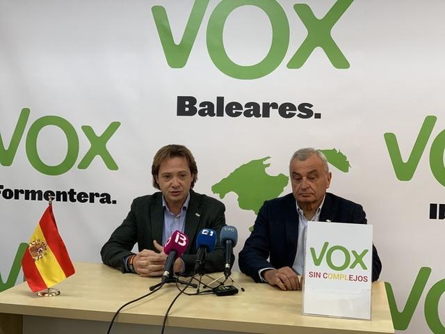 Campos y Coll durante la rueda de prensa ofrecida esta mañana (Foto: Vox en Baleares)