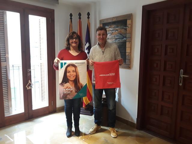 La alcaldesa Maria Antònia Mulet y el presidente de l'Associació de Comerç i Empresa Manolo González