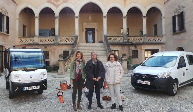 La regidora de medio ambiente Estefanía Gonzalvo, la alcaldesa Katia Rouarch y la consejera delegada Antonia Mascaró