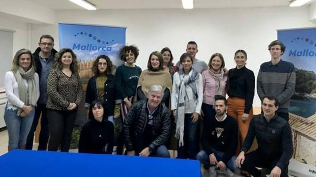 Foto familiar entre los asistentes de la reunión mantenida este jueves (Foto: CIM)