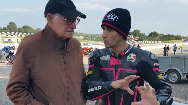 Antoni Salom charlando con su nieto, el tristemente desaparecido Luis