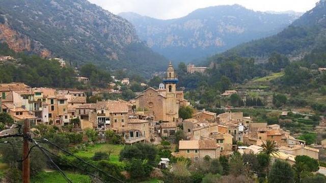 La presión turística diaria en Valldemossa es de 154 turistas por cada 100 habitantes (Foto: Archivo)