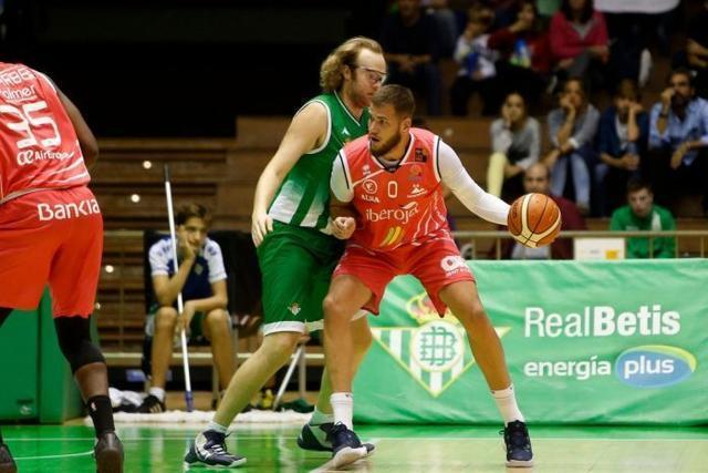 En la primera vuelta, los verdiblancos superaron en San Pablo a los insulares (82-77)