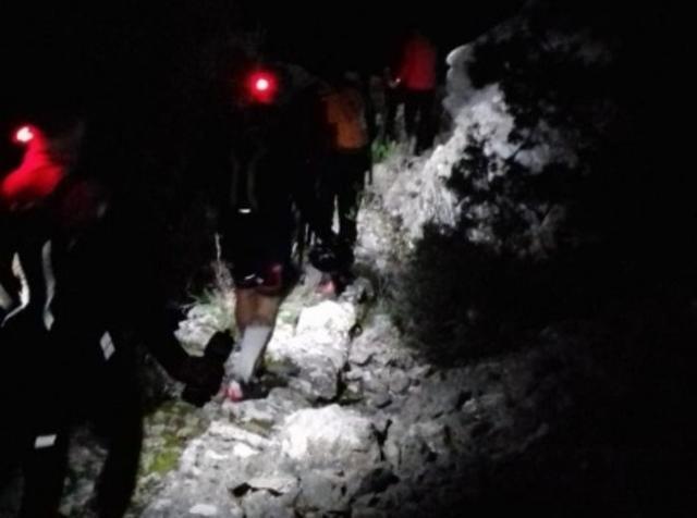 Momento en el que son rescatados los dos ciclistas en el municipio mallorquín de Selva (Foto: Bombers Mallorca)