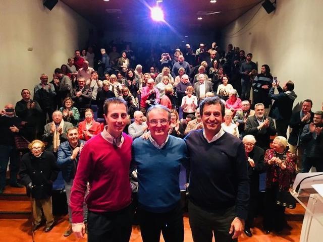 El candidato en Selva, Joan Rotger, entre Galmés y Company (Foto: Twitter)